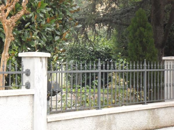 Cancelli ringhiere recinzione parapetti balconi scale for Grate in legno per balconi